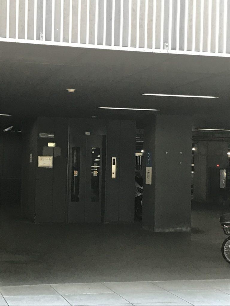 エレベーターはこちら